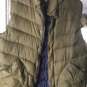 Gap military green used quilted vest